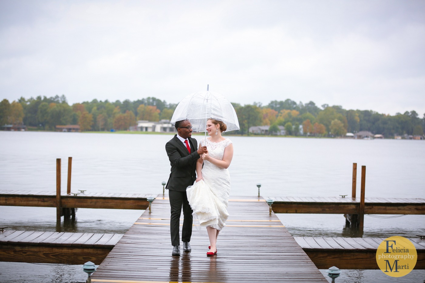 Rainy Romantic Wedding | Lake Cherokee Texas